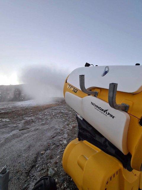 SNØ: Snøproduksjonen er i full gang i flere av nedfartene på Gausta skisenter. (alle foto : Bjørn Tverberg)