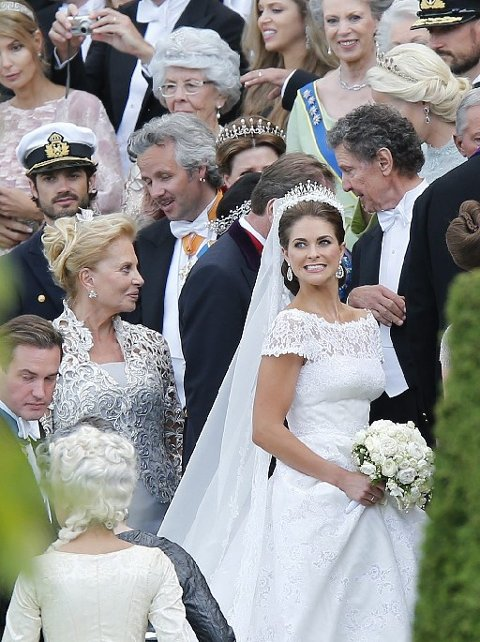 Du skal ha på deg ditt fineste antrekk som er litt dempet, for da skinner bruden enda mer. Her fra bryllupet til prinsesse Madeleine i 2013.