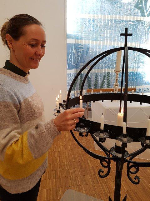 Bjerkreim forteller at kirkerommet i disse dager er langt mer stille enn det pleier å være.