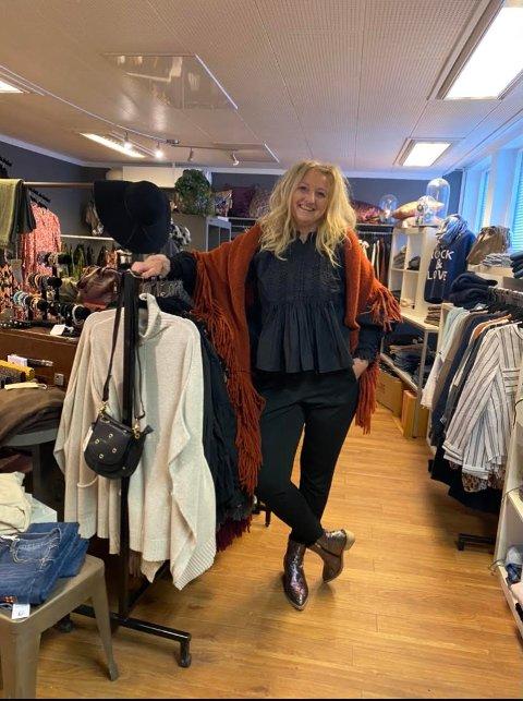 """Anneli Waaler hos klesbutikken Guri Malla i Kongsvinger, inviterer til """"privat"""" shoppingtid utenom åpningstidene."""