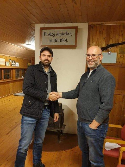 OVERTAR LEDERVERVET: Gjermund Martinsen (t.v.) tar over ledervervet i Urskog Skytterlag fra Rune Herje, som gir seg etter ti år.