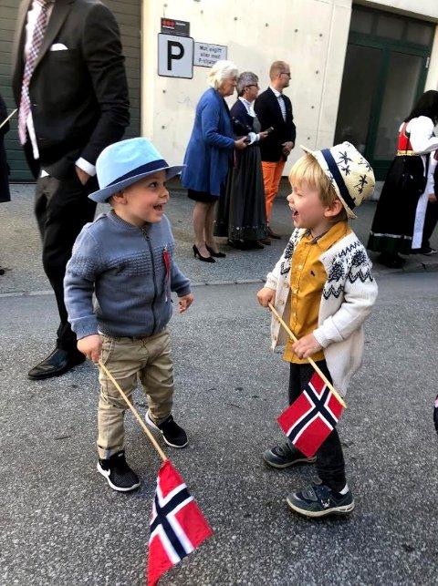 BLIDE GUTTER: Treåringene Brage og Johannes stortrives på Nyland barnehage. Hvorfor ta bort noe som fungerer og hvor både barn og voksne trives? spør Linn Hartvedt.