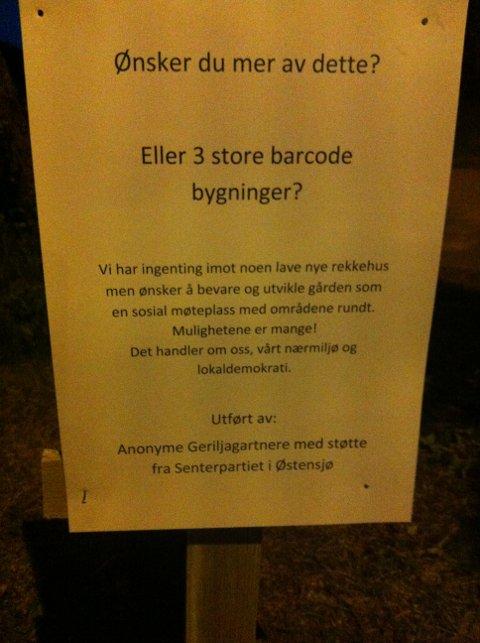 BUDSKAP: Geriljagartnerne og de delene av Østensjø Sp som deltok plantet også et skriftlig budskap. FOTO: Privat