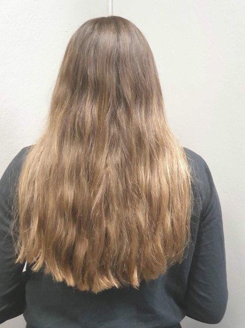 DONASJON: Slik så Martas hår ut før hun donerte det. Sidsel Øverby sier at håret må være friskt og endene nyklipte når man donerer.