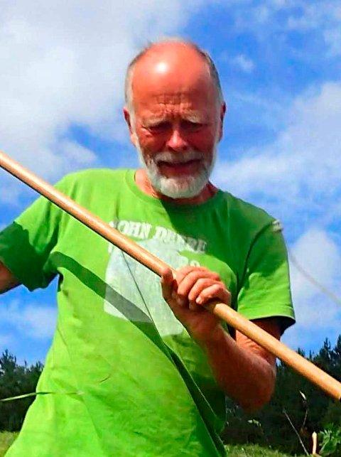 INNSEKTFORSKER: – Det har definitvt blir mange flere hjortelusfluer i Vestfold de siste årene, sier Arne Fjellberg.
