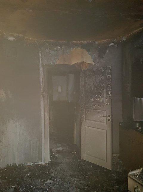 Leiligheten var overtent da brannvesenet kom til stedet.