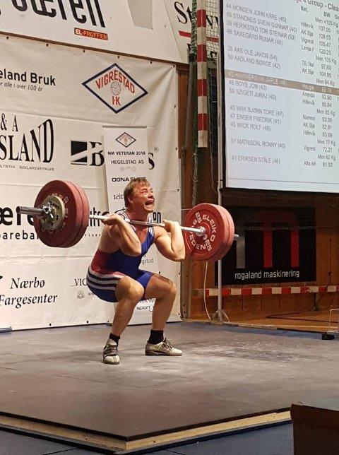 NORSK REKORD: Jarle Hammersvik norsk rekord 135 kilo støt NM 2018. Foto: PRIVAT