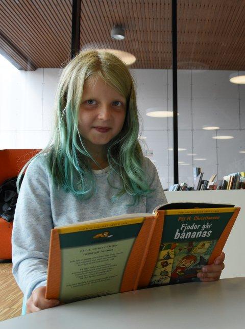 Lesehest: Marie Kilvær-Skjeseth (8) deltar i Sommerles-kampanjen. Hun liker å lese for å tilegne seg mer kunnskap.