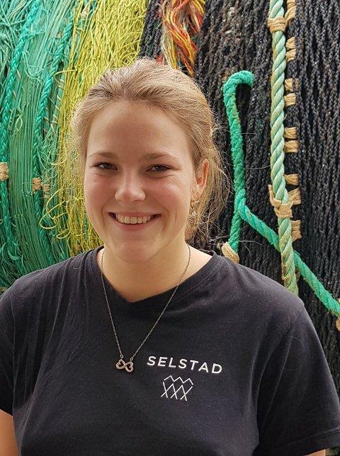 FAGLÆRT: Fredag kunne Henriette Jakobsen kalle seg for faglært fisker.