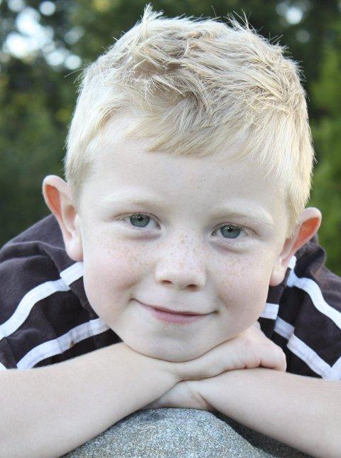 Patrick Hermansen (12) fra Maura døde av beinkreft i sommer etter to år med intensiv kreftbehandling. Onkelen omtaler gutten som en vanvittig kriger som smilte til siste dag.Foto: Privat