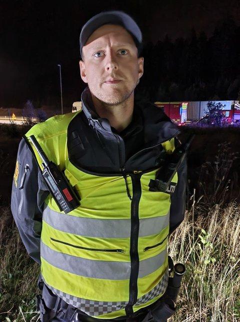 Politibetjent Lervik på ulykkesstedet sier det fortsatt er uklart hva som har skjedd på ulykkesstedet.