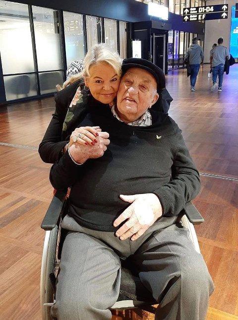 FIKK DRØMMEN OPPFYLT: Joralf Gjerstad fikk hjelp av Ann-Christin Carlsen til å oppfylle sitt livs drøm. Forrige måned tok hun ham med på reise til Italia for å besøke paven.