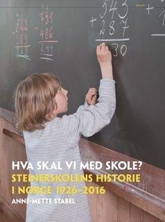 OMSLAGET: Steinerskolens historie mellom to permer.