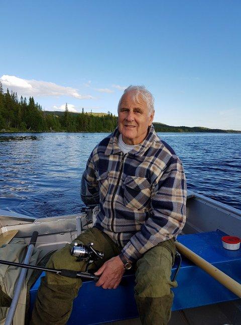STORFORNØYD: Jan Arne Reppen har handlet mange kalendere og lodd av frivilligheten opp gjennom årene. 1. juledag fikk han seg en overraskelse.