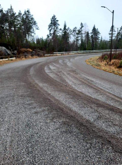 """SPORETE: Etter helgens """"rallykjøring"""" så banen på Krokheia slik ut."""