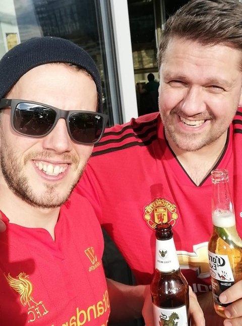KOMPISER: Jørgen Korsæth (tv) og Erik Olsen drar sammen på Old Trafford søndag, men heier på hvert sitt lag...