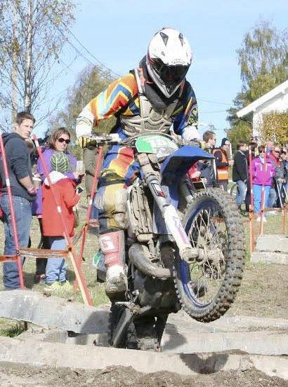 SØLV PÅ TO HJUL: NMK Aurskog-Hølands Christian Presterud tok sølv i første runde i enduro-NM for juniorer.