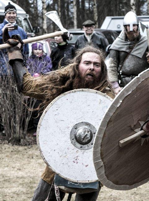 Vikinger i krig på utstillingsåpning av Vikinger i krig på Veien.