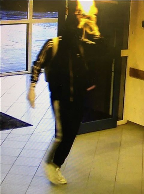 Politiet har frigitt bilde fra butikkens overvåkningskamera.