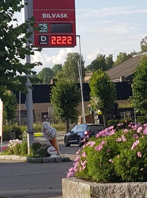I OVERKANT: 22 kroner for en liter diesel synes nok alle er for mye, men så er heller ikke prisen riktig.