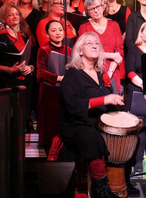 Randi Hasslan spilte Djembe på både The little drummer boy og Feliz Navidad