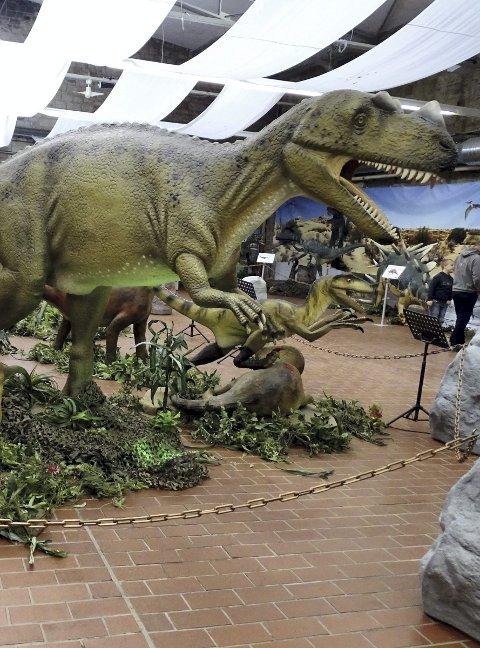 FRYKTINGYTANDE: Tyrannosaurus Rex er mellom skapningane ein får treffa på Adventure Dino World «Live show».