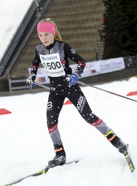 I FORM: Emilie Enes-Seberg gjorde ein flott figur i Oslo Skifestival. Mot slutten av månaden skal ho delta i Ungdommens Holmenkollrenn. Foto: Arne Brunes