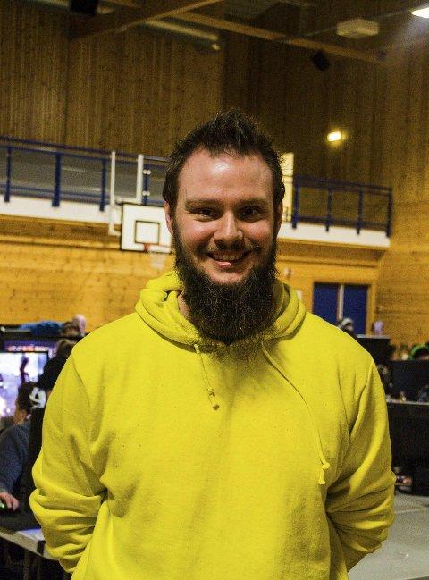 FORNØGD: Styreleiar i Errors party, Tommy Sylta er fornøgd med årets oppmøte.