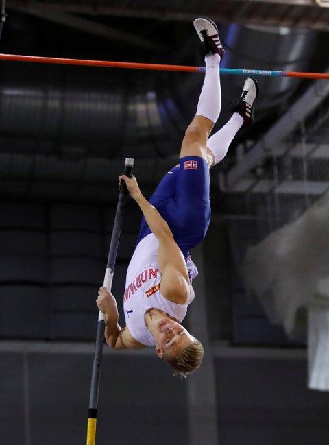 RAKK IKKE HELT OPP: Sondre Guttormsen fikk ikke vist hva han er god for under stav-finalen under innendørs EM i Glasgow.