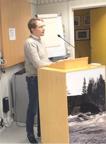 På talerstolen: Anders Kringli (Sp) etterspurte klarere retningslinjer for fradeling av tomter i Etnedal kommune. Han jobber til daglig som tannlege på Dokka.