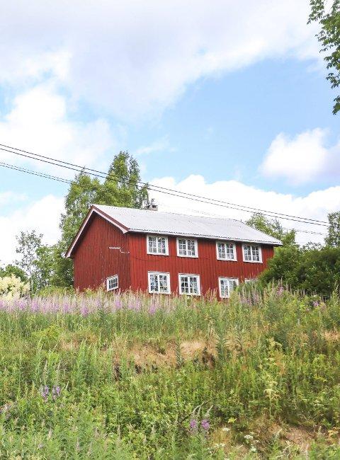 Lang dags ferd mot tvangssalg: Tingretten har nå begjært at landbrukseiendommen på Bakken skal tvangsselges. Foto: Arkiv
