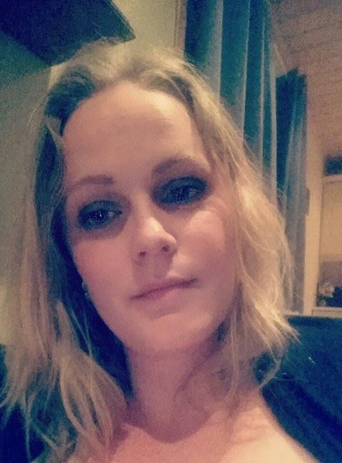 BETALE GJELD: Karina Abrahamsen skal, som mange andre betale ned litt gjeld og dra på sydenferie, men i tillegg skal hun: - På Harry-tur! (Foto: Privat)