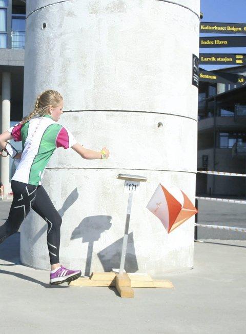 SISTE POST: Ingeborg Rognstad stempler inn på siste post på Fritzøe brygge. Foto: Privat