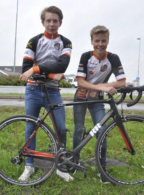 SATSER: Henrik Teslo Fjellheim (til venstre) og Sivert Biløygard Botten flytter til Kongsvinger til høsten for å satse maksimalt på sykkelsporten. Gutta legger ikke skjul på at målet på sikt er å leve av sykkelsporten.