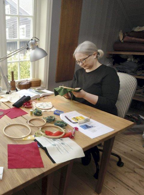 Glad i å lage ting: Barbro Tronhuus Storlien seier ho alltid har vore glad i å lage ting. Foto: Arkiv.