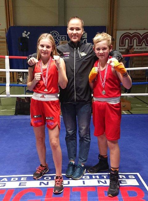 Stolt trio: Julie Enge (til venstre), Madeleine Angelsen og Emil Bye Eriksen fikk alle vist frem sitt store potensiale under den internasjonale bokseturneringen i Trondheim i helgen.