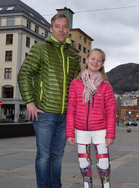 Rikke hadde med onkelen Stein K. Skår og mamma Rita Ullmann på turen.