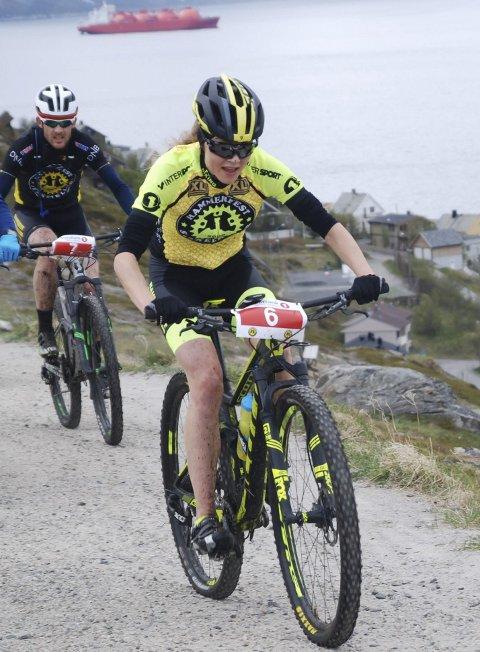 STERK SESONG: Rakel Birkeli fortsetter å markere seg i terrengsykkelløypa.