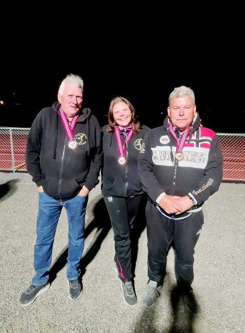 Bronsemedalje: Bronselaget med Ståle Baksetersveen, Heidi Skjørberg Nilsen og Roger Johansen. Foto: HPK