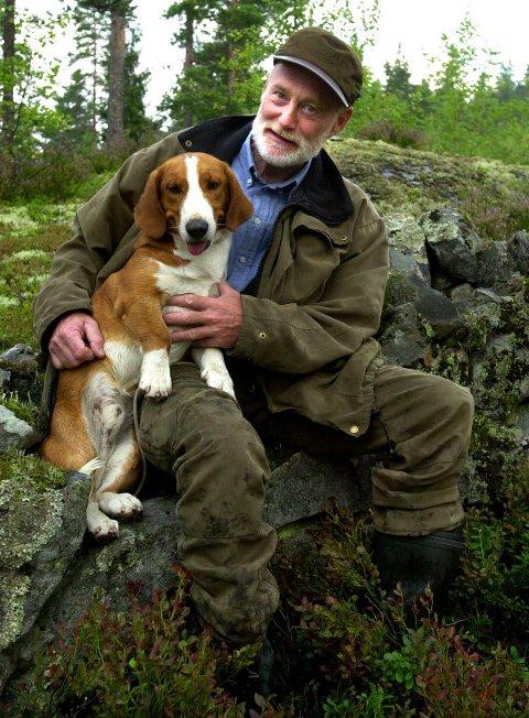 OPPGITT: Torben Hedegart i viltforvaltningen i Kongsberg er veldig oppgitt over dem som ikke melder fra når de har kjørt på vilt langs veien.