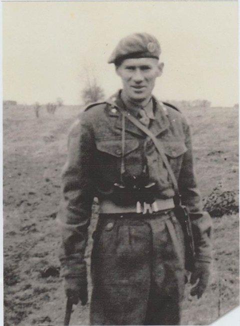Paul Normann Yttervoll begynte på befalskolen i Harstad høsten 1939. Sammen med Skolekompaniet var han ute på «øvelse» ved Huntorp ved Setermoen i april året etter.