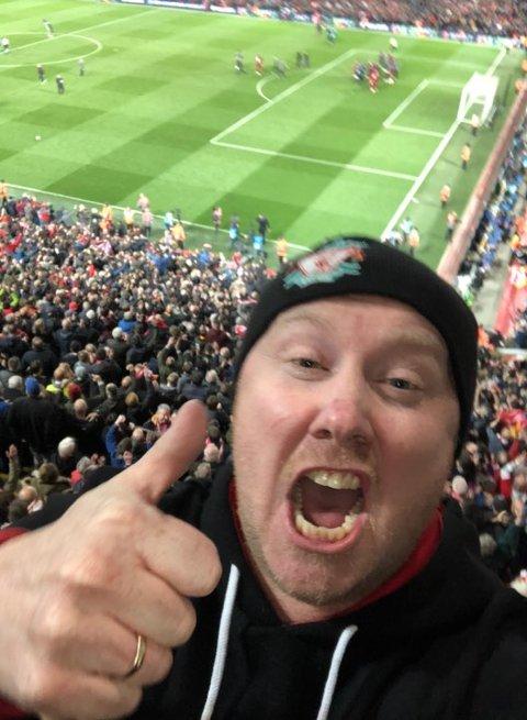 FOTBALLENTUSIAST: Kai-Petter Ulbo var til stede på Anfield da Liverpool slo Barcelona 4-0 og avanserte til Champions League-finale tirsdag. Søndag håper han på et nytt rødt mirakel. FOTO: PRIVAT