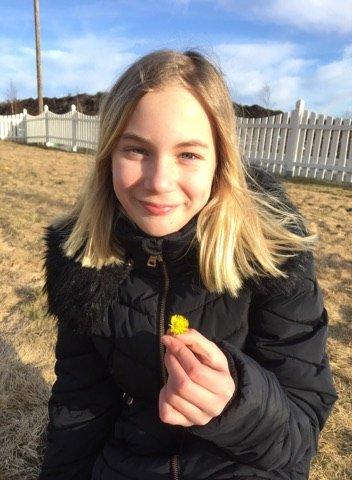 ÅRETS FØRSTE?: Det forundrer oss dersom dette ikke er årets første hestehov. Jenta på bildet heter Therese Abelsen (12) og kommer fra Aurskog.