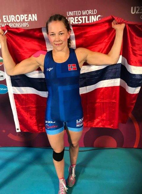 Silje Kippernes mottok idrettsstipend fra fylkeskommunen.