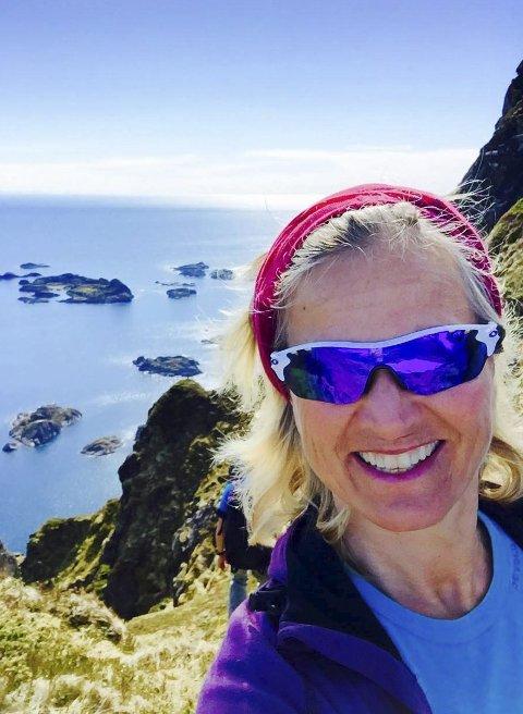 PRISAR FLORØ:  Kristin Krohn Devold, administrerande direktør i NHO Reiseliv, prisar reiselivsopplevingane i Florø-området.