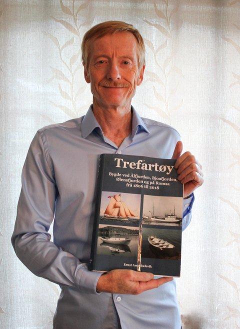 """TREFARTØY:  Ernst Arne Sælevik har skrive boka """"Trefartøy"""", med undertittel """"Bygde ved Ålfjorden, Bjoafjorden, Ølensfjorden og på Romsa frå 1806 til 2018""""."""