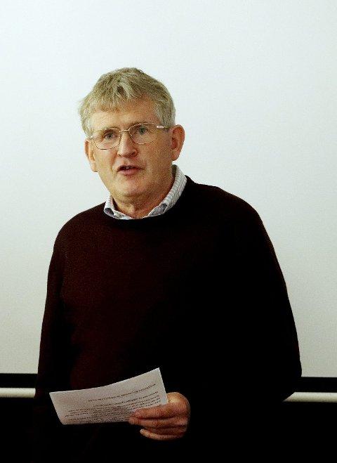 Redegjorde for nemnda: Thorleif Jacobsen fortalte om prosessen rundt ordførerkjedet. Foto: Pål Nordby