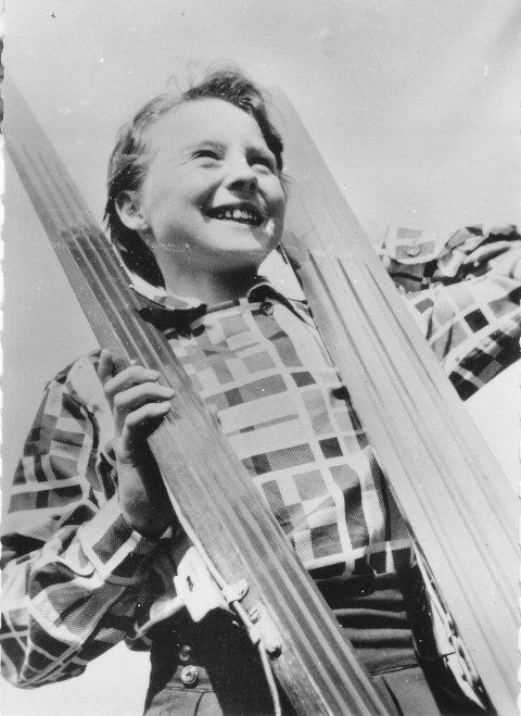 UNG STJERNE: Som 12-åring i 1955, deltok Anne-Lise Hetland i et stort hopprenn i Paris.