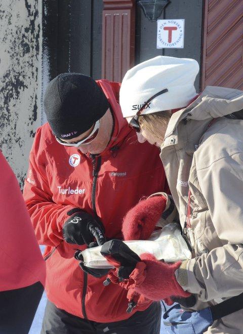 Turleiar Lars og deltakar Marianne på gruppetur i regi av DNT i 2014.
