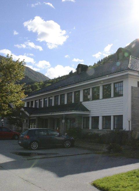 Airbnb her neste år? Eigedomsselskapet Eitrheimsvegen 52 AS satsar på at det tidlegare bank- og kulturbygget vert transformert til overnattingsplass for reisande. Arkivfoto: Mette Bleken
